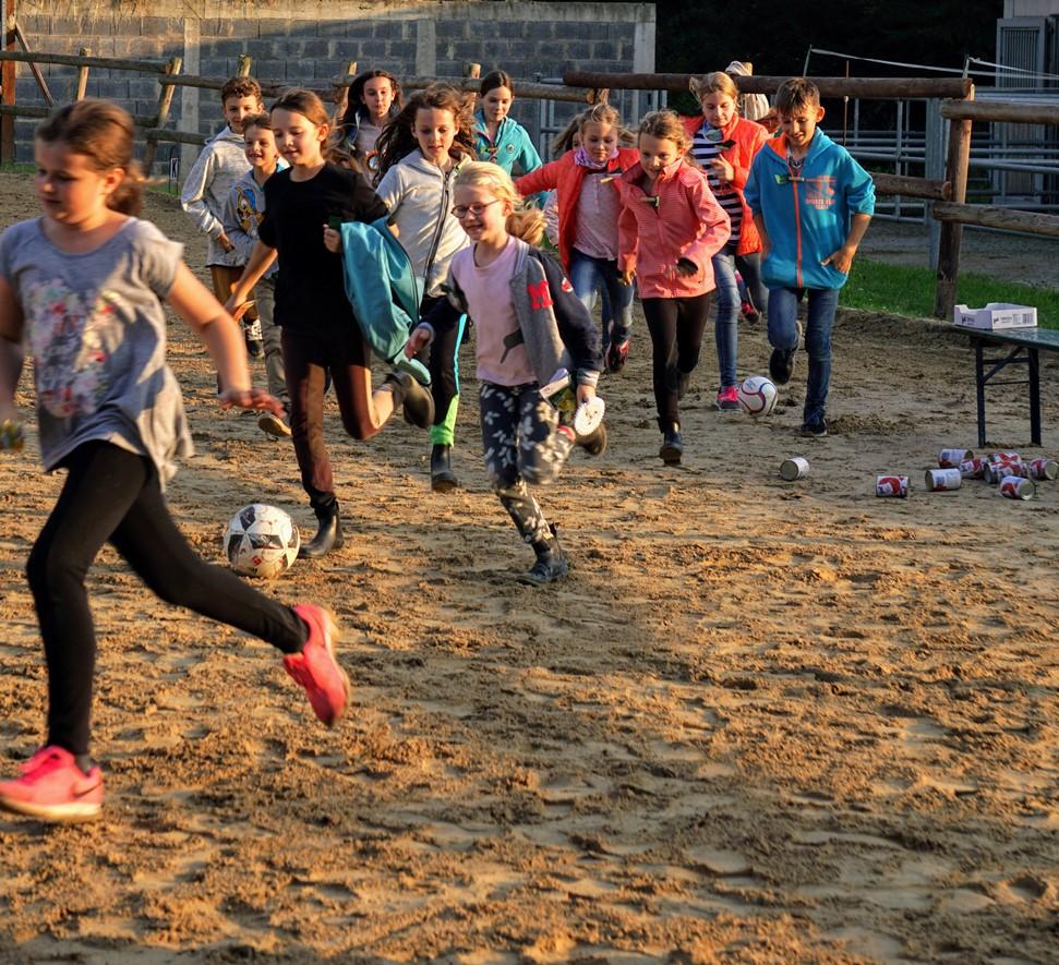 Gut besuchtes Sommerfest mit Spiel, Spaß und Action für alle Besucher